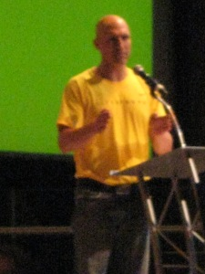 Ethan Zohn speaking